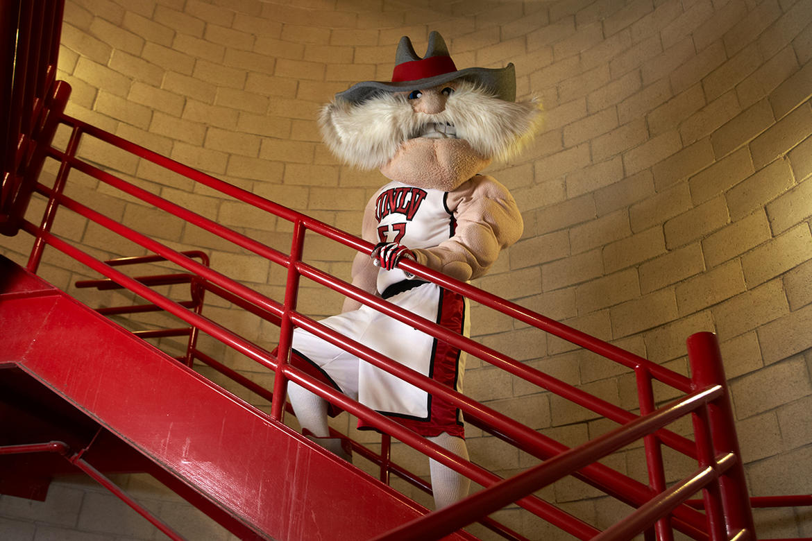 "alt=""Hey Reb! using the stairs"""