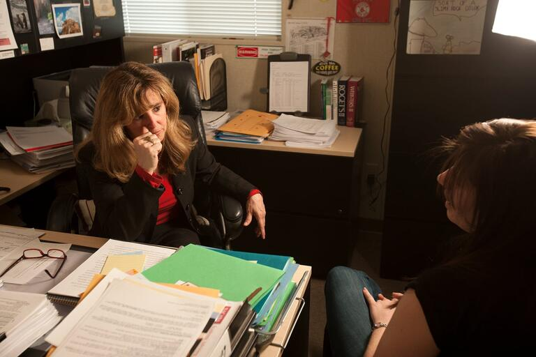 Student speaks to an advisor
